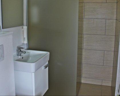 Nyerenoveret badeværelse